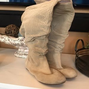 Awesome suede UGG boots Used Size 8.5 So stylish